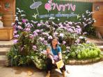 Votre hôtesse aux jardins du Roi, Chaprakan, une excursion spectaculaire.