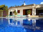 Villa  with private  large heated pool and jacuzzi