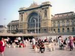 railway station Keleti 5 min. from the apartment , metro line 2