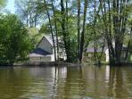 Environnement autour de la cabane flottante