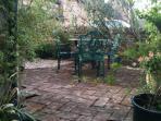 Badgers End courtyard garden