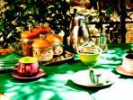 Colazione nel giardino della Locanda