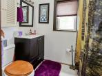 On suite bathroom/tub/shower