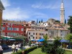 Casa Bella is  spacious apartment of 80 sqm, on the 2nd floor of an old Venetian house (red colour)