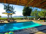 Beachfront Villa in Black River, private pool WIFI