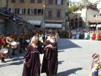 Kate and Andrew participate in a medieval procession through the Piazza