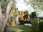 Vista dei giardini del Borgo degli Ulivi - View of the gardens of the Borgo degli Ulivi