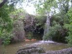 La cascada del Milans al fondo del jardín