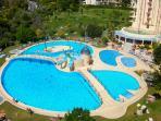 Una piscina inmensa.