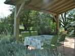 Terrasse ouverte et couverte avec salon de jardin