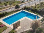 piscina abierta todo el año, se ve desde la terraza