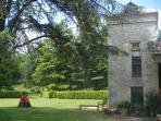 le jardin du pigeonnier - vue sur le parc de cèdres