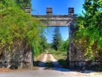 O portão principal da Qunta