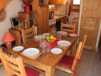 Apartment Amethystes B4 ~ Dinning Area