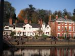 River House luxury holiday cottage in the heart of the city, 5 minutes from the shops & restaura