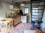 Côté cuisine, acces à l'étage