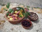Les fruits du verger et les confitures maison.