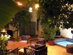 la bassin du patio du Riad Sekkat où il fait bon se baigner l'été