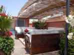 Espace détente de la terrasse du Riad Sekkat