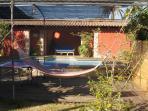 ZONA JARDÍN y RELAX. Con tenis de mesa, piscina, baño hidromasaje y GYM