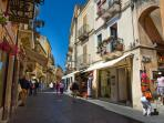 Corso Umberto: pedestrianised high street with fantastic shops, cafes and restaurants