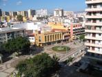 Vistas de la plaza de La Nogalera desde la terraza. Bajada directa a estación de trenes.