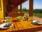 Terraza/Porxe con muebles, mesa y banquetas