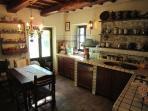 cucina e tavolo 6 posti