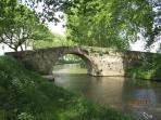 le joli pont romain à proximité de la maison