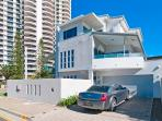 Villa Garfield ... off street parking, 3 levels of spacious living with the perfect northern aspect