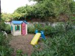 Plays availables in the garden and in the single bedroom