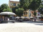 Place De Gaule avec Kiosque pour les festivités locales