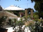 gazebo attrezzato lato giardino