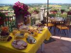 Colazione a buffet sulla terrazza