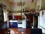 cuisine ancienne équipée, cheminée, TV tnt, DVD.
