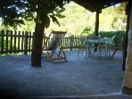 La terrazza è in parte coperta, quindi puoi scegliere se stare al sole o all'ombra!