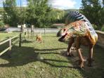 Ruta de las Icnitas: Pueden ver reproduciones de dinosaurios a tamaño real