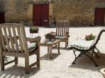 courtyard / zitje op de binnenplaats