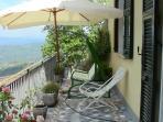Terrazza per rilassarsi---Relaxing balcony