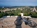 Prefere active holidays? There are very nice cycling routes around Murter...