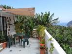 Fachada y terraza
