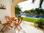 Terraza/Patio with Teak Table & Chairs