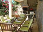 Al Fresco dining area for 8, Gourmet BBQ and drinks/wine fridge. Power points for PC,s music, etc.