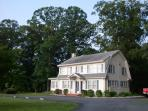 4 acres to just relax, entertain,watch the wildlife the geese with their babies , So heautiful