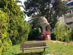les jardins et le vieux puits