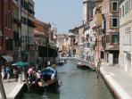 Ponte dei Pugni with Ca' Leonessa beyond