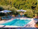 3 bedroom holiday apartment near Tuscan cities, staffed property with outdoor pool