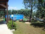 Angolo giardino e piscina