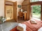The Garden Bedroom (with en-suite facilities)