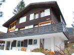 This recently renovated single standing chalet awaits you!